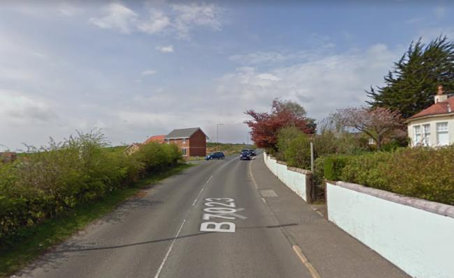 Re-appeal after female dogwalker mugged by masked man in gloves
