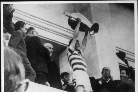 Ayr Advertiser: Legend: Billy McNeill hoists the European Cup above his head in 1967.